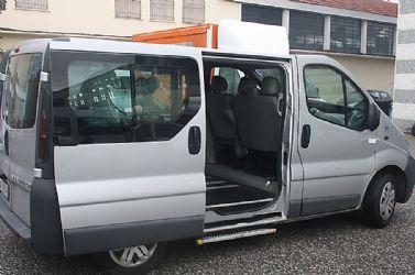 Vendiamo opel vivaro allestito per il trasporto disabili for Sedia a rotelle automatica