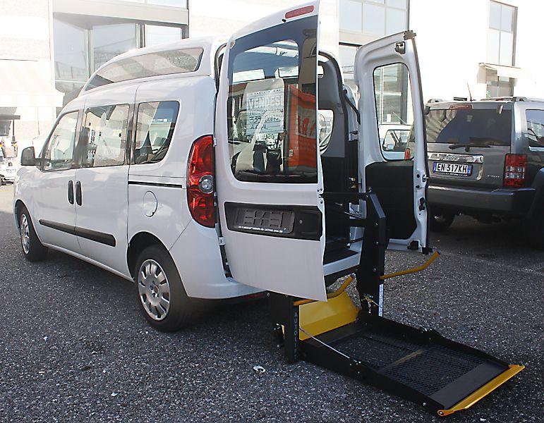 Fiat nuovo doblo per disabili in pronta consegna for Sedia a rotelle automatica